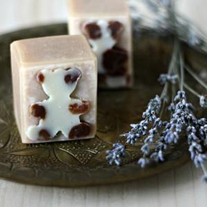 Sapun natural pentru copii. Cu unt de shea, lapte de capra, tea tree si lavanda